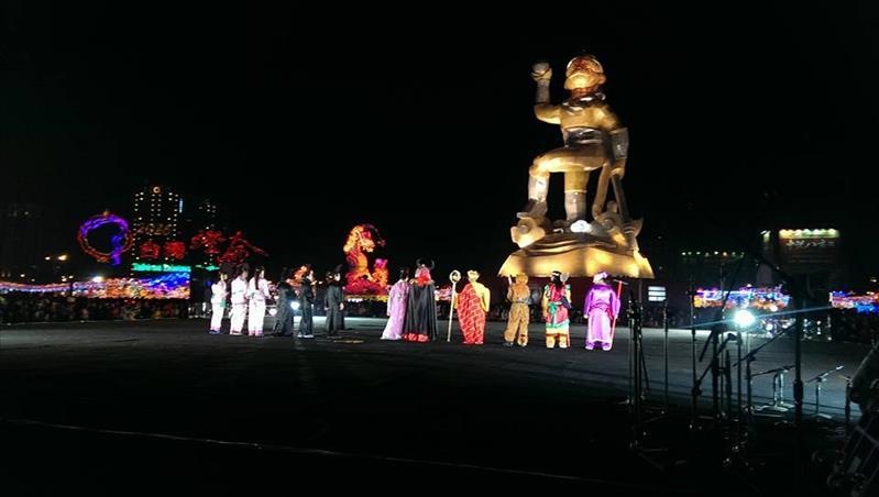 幼保科学生与丫丫儿童剧团在台湾灯会演出西游记之煽风点火